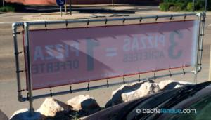 Banderoles publicitaires sur panneau publicitaire aluminium