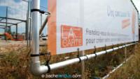 Panneaux travaux Leclerc : système d'accroches du panneau de chantier en bâche tendue