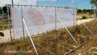 Panneaux travaux Leclerc : panneau de chantier en bâche tendue vue de dos