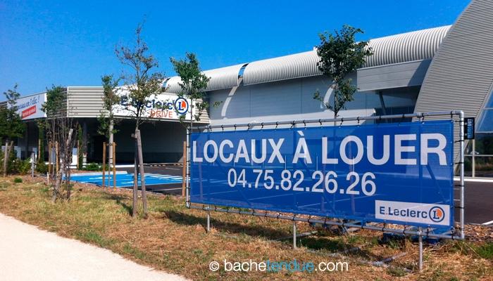 Panneaux travaux Leclerc : renouvellement de la bache en panneau publicitaire